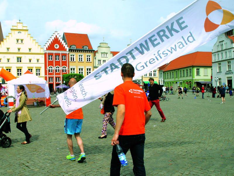 """STADTWERKE-Staffellauf mit """"Geld-zurück-Garantie"""" für Stadtwerke-Stromkunden"""