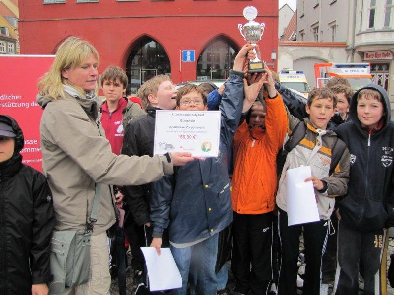 """b843d5c1ecbd1b Der 15jährige Nick Genetzky (KJZ """"Haus des Arbeitens und Lernens"""")  überquerte beim Lauf um den Pokal der Sparkasse Vorpommern nach 9 50 min  mit deutlichem ..."""
