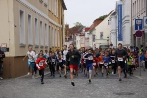 Bilder vom Start zum Schulpokal-Lauf im Rahmen des 9. Greifswalder Citylauf 2015